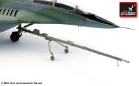 MiG-29 Fulcrum - airfield tow bar
