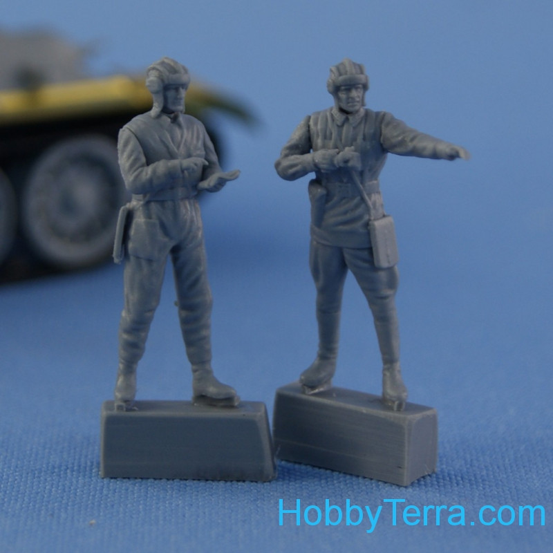 "Set of two figures ""Soviet tank or armored car crew 1939-1942"""
